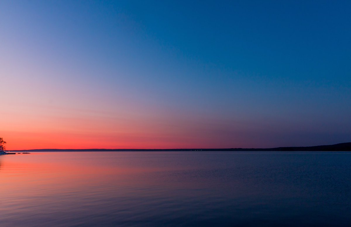 Went to shoot one my last Sunsets for the Summer out in Hudson, QC! Throughout the entire drive the sun was out but once I got to my destination it disappeared behind the clouds 🙄 But the sky was 😍😍😍 #Montreal #MTL #sunsets #colours #Canada #Quebec @Montreal @MTL_Ville https://t.co/rdKPvAXBh9