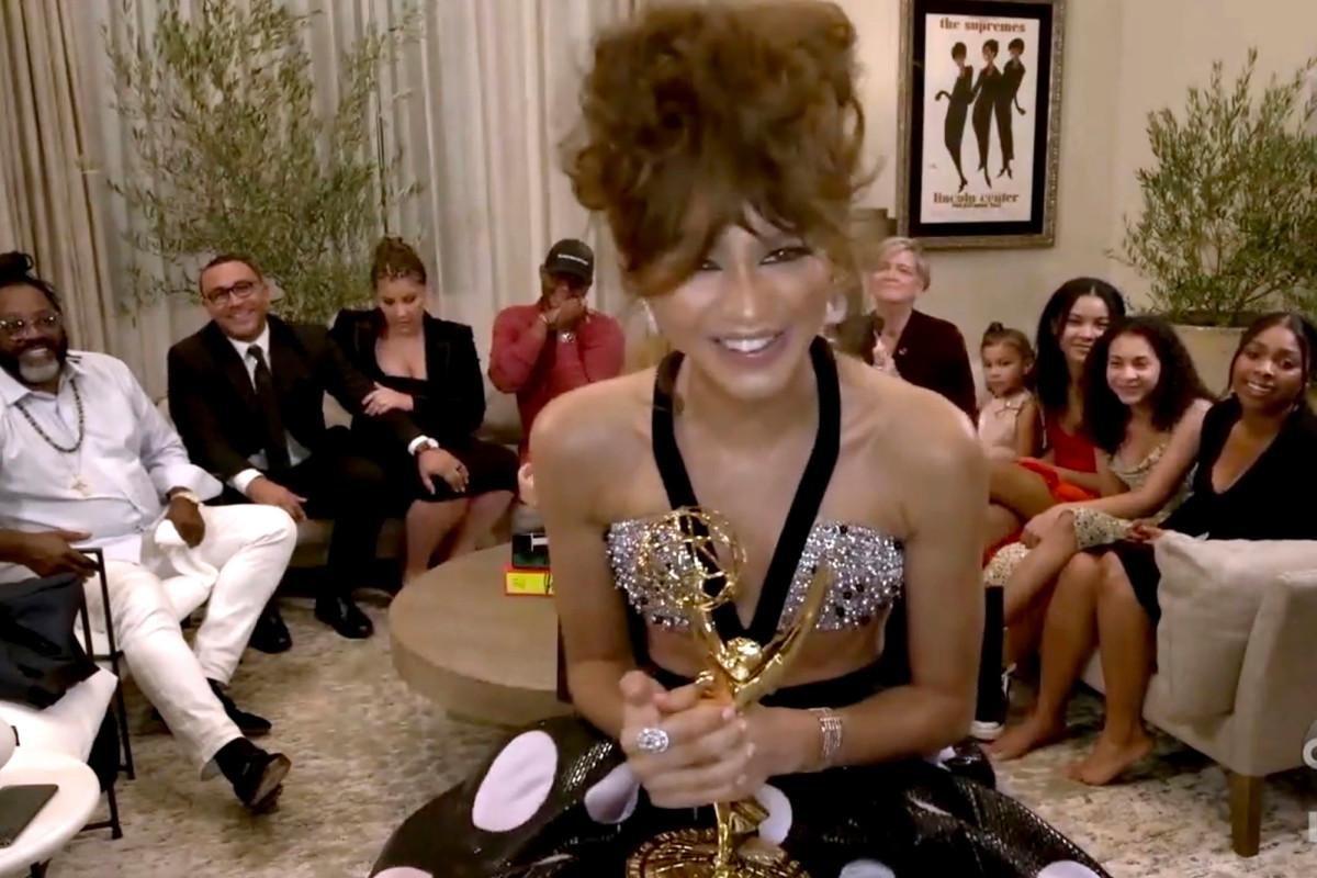 Biggest upset: Zendaya wins Emmys 2020 over Jennifer Aniston, Laura Linney https://t.co/UDjTrVIrmf https://t.co/2mNSgtYglo