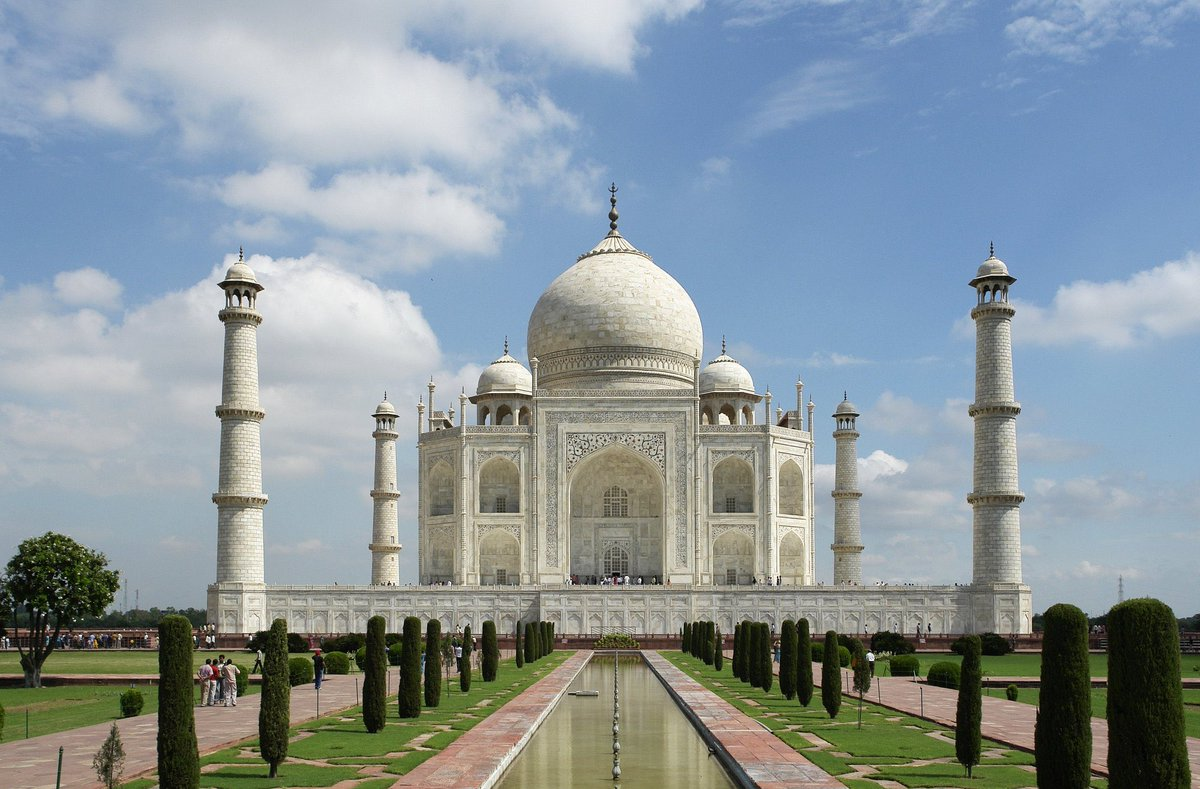 The iconic #TajMahal in #Agra reopens today, after 6 months. Tourists can come to Taj in 2 shifts and not more than 5,000 visitors a day!  #Unlock4 https://t.co/AGAQrMCV8E