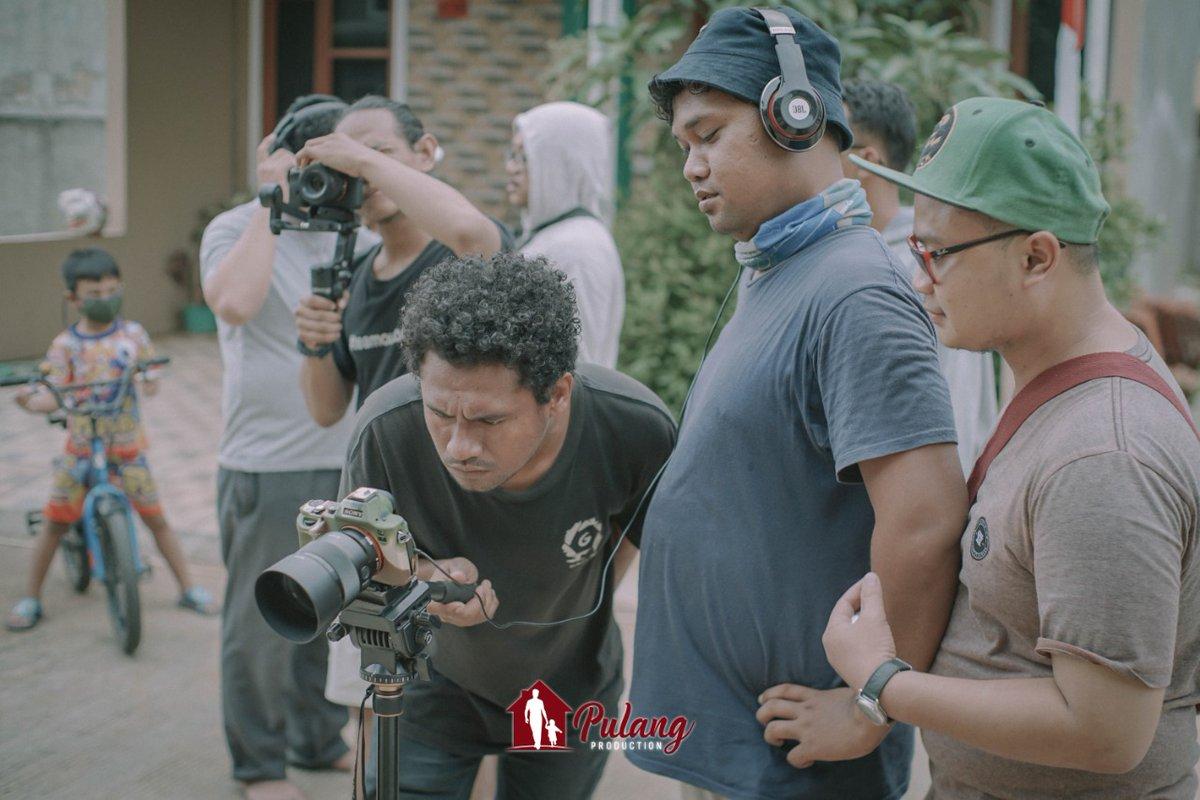 Ke Hebohan team @Pulangproducti3   #pulangproduction #filmmakers #filmmaking #film #filmmaker #cinematography #director #cinematographer #filmproduction #movies #cinema #shortfilm #behindthescenes #movie #indiefilm #videography #filmmakerslife #photography #films #setlife https://t.co/58vEHUxQ6W