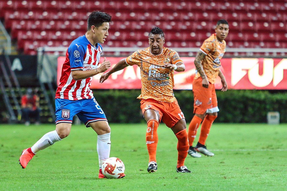 ¡Extraordinaria actuación!  Oscar Macías y Edson Torres lucieron en la goleada de @TapatioCD en la #Jornada5 del #Guard1anes2020.  Macías:   - Gol - 31 pases completos (94% de efectividad)   Torres:  - Asistencia - 34 pases completos (18 en cancha rival)  #LigaBBVAExpansionMX https://t.co/OQelQPpekF