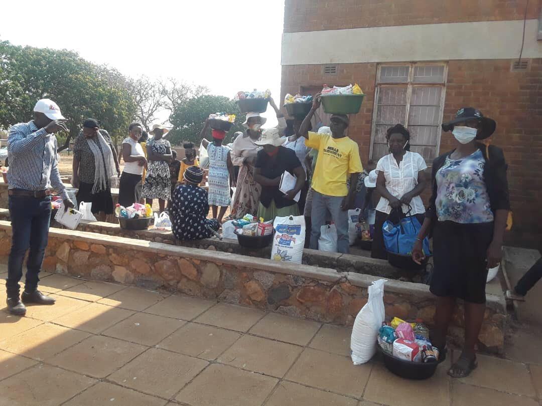 Cllr Arnold Batirai of Ward 24 Bulawayo yesterday donated food hampers to the needy in Nketa. These include the orphans and old people in his ward. #TheFightForBetterLivilihoods @mdczimbabwe @nelsonchamisa @Welshman_Ncube @molokele @JMafume