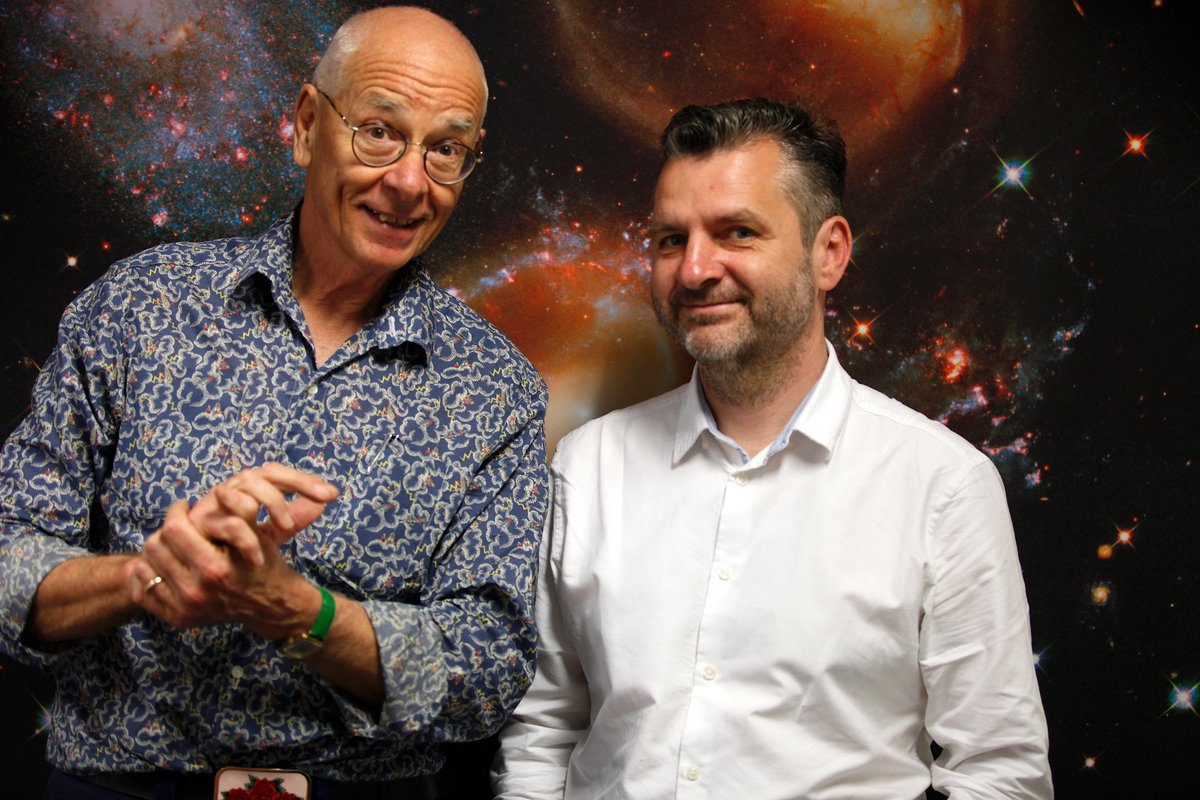 Is Dark Matter evenly spread? Are there Dark Halos? Galactic contact - fact or fiction? Prof Geraint @Cosmic_Horizons   with the best answers we have at the moment. #shirtloadsofscience 🎧 Apple: https://t.co/tDxFbDn3r2 🎧Android: https://t.co/f1AXeDxy3S https://t.co/yqoH6F3bOq
