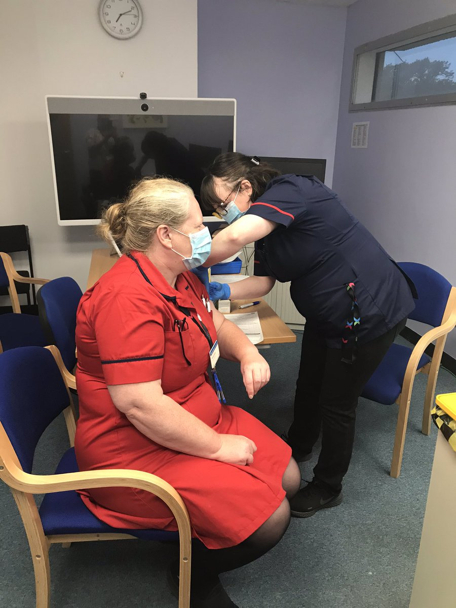 Early start to flu vaccination @WestMidHospital   Thanks @chelwestrecruit https://t.co/DQ3tdqwtKv