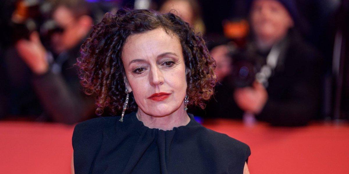 Die deutsche Regisseurin Maria #Schrader hat den #Emmy Award für die beste Regie in einer Miniserie gewonnen. Schrader bekam die Auszeichnung für die vierteilige Serie #»Unorthodox« beim Streaminganbieter Netflix. https://t.co/iHDHFVIjhR https://t.co/4xKVDZh3a7
