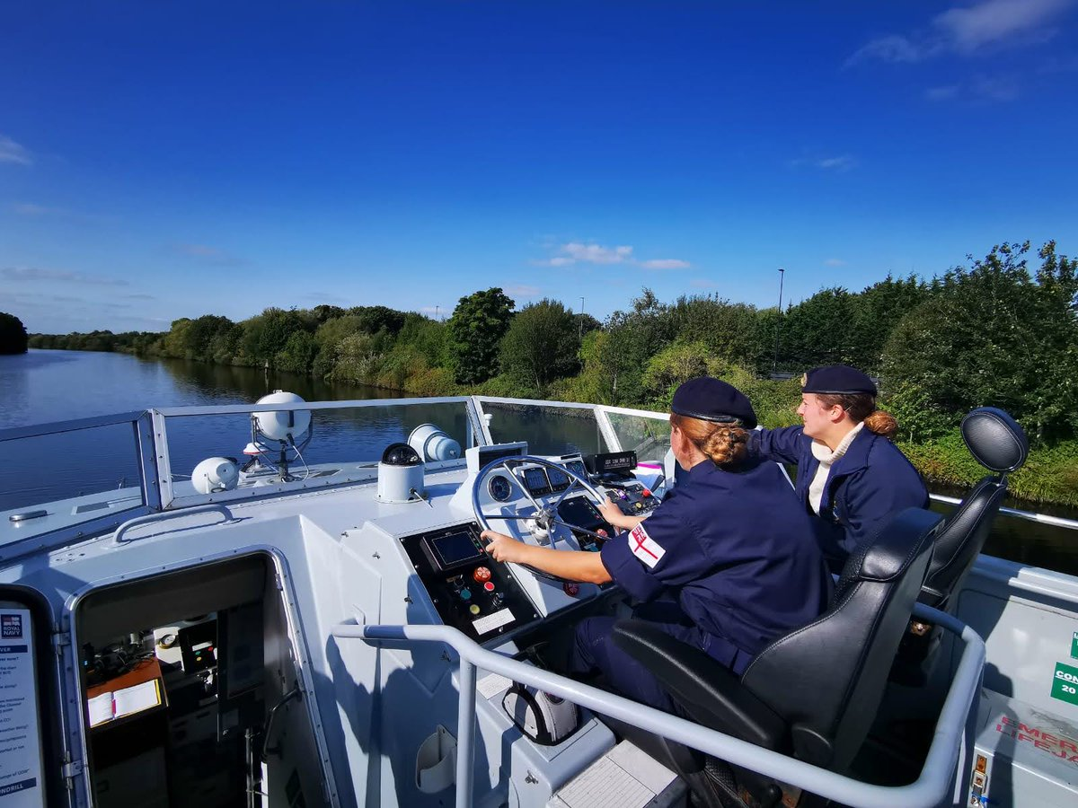This weekend, some of our students joined @HMS_Biter down the Manchester Ship Canal - we did fire fighting drills on board, took the helm, learnt some first aid, and more. Thank you so much to the fantastic ships company! @HMSEagletRNR #buildingleaders royalnavy.mod.uk/urnu
