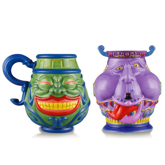 【欲深い】「強欲な壺」のマグ・「貪欲な壺」の湯呑が『遊☆戯☆王』から登場9月24日から予約受付開始。日常の中でも使用できる食器仕様。なお、「貪欲な壺」の裏側は、世界初公開とのこと。