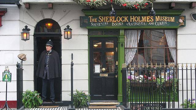 221B Baker Street is the famous London address of the fictional character Sherlock Holmes and home to the world's first museum dedicated to the famous detective. Catch one of our earlier express services to Baker Street for just a few minutes walk > https://t.co/hB0sTHuPo9 https://t.co/kwIvohh8Hq