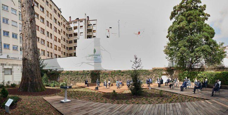 El diputado general @ramirogonza ha participado en el acto de recuerdo y reconocimiento a la víctimas de la Covid-19 que se ha celebrado en el Parque Sempervirens. Un parque del recuerdo, la solidaridad y la esperanza inaugurado hoy en Vitoria-Gasteiz https://t.co/O7E8S4FwJl