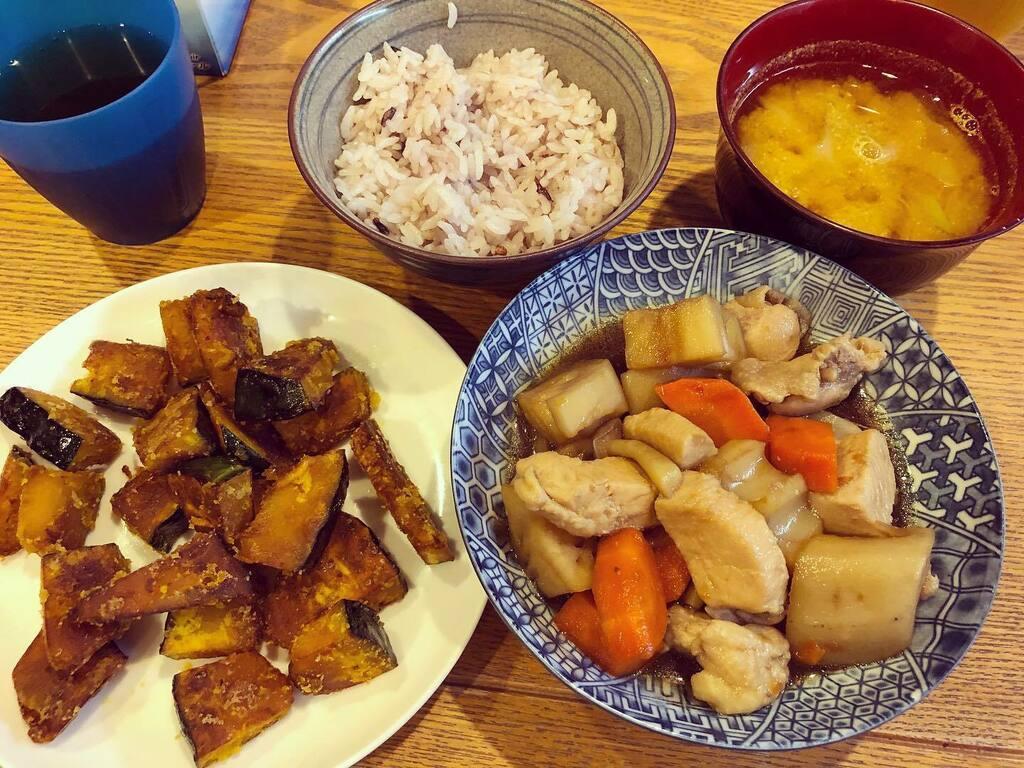 かぼちゃのバターソテー&蓮根と鶏肉の煮物。どちらも素材の甘みがまいう〜すぎ。 #男料理 #手料理 #かぼちゃ #煮物 https://t.co/Z80WKmbJ3e https://t.co/pfOzsUkB6V