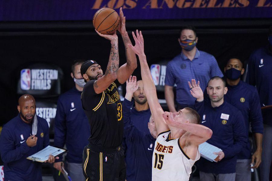 🏀 #NBAPlayoffs | Lakers vencen a Nuggets con un tiro de Davis sobre la bocina. El cuadro de Los Angeles se impuso por 105-103 a los de Denver para poner el 2-0 en la serie de la Conferencia Oeste https://t.co/LBUdT3E5ym https://t.co/rhA6VuENWK
