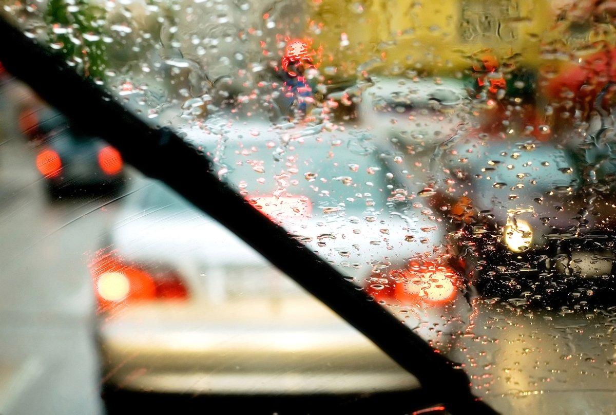 V slabih vremenskih pogojih ohranite zbranost in ✅ povečajte varnostno razdaljo ✅ zmanjšajte hitrost.  V primeru zastojev pa kot ponavadi ustvarimo @ResevalniPas na avtocestah. #VozimoPametno #EuropeanMobilityWeek https://t.co/RG2bQpihk7