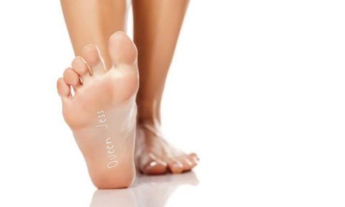 """Welke #slaafjes gaan vandaag ter ere van mij rondwandelen in de grote wereld? Schrijf onder op je voet """"Queen Jess"""" post de foto er van onder deze tweet met de # #forQueenJess #findom #Queen #voeten #feet #slaves #voetenslaaf @FindoomRt @rtfindom @DragonRTP @RTFuck3r https://t.co/COwjCIZHAt"""