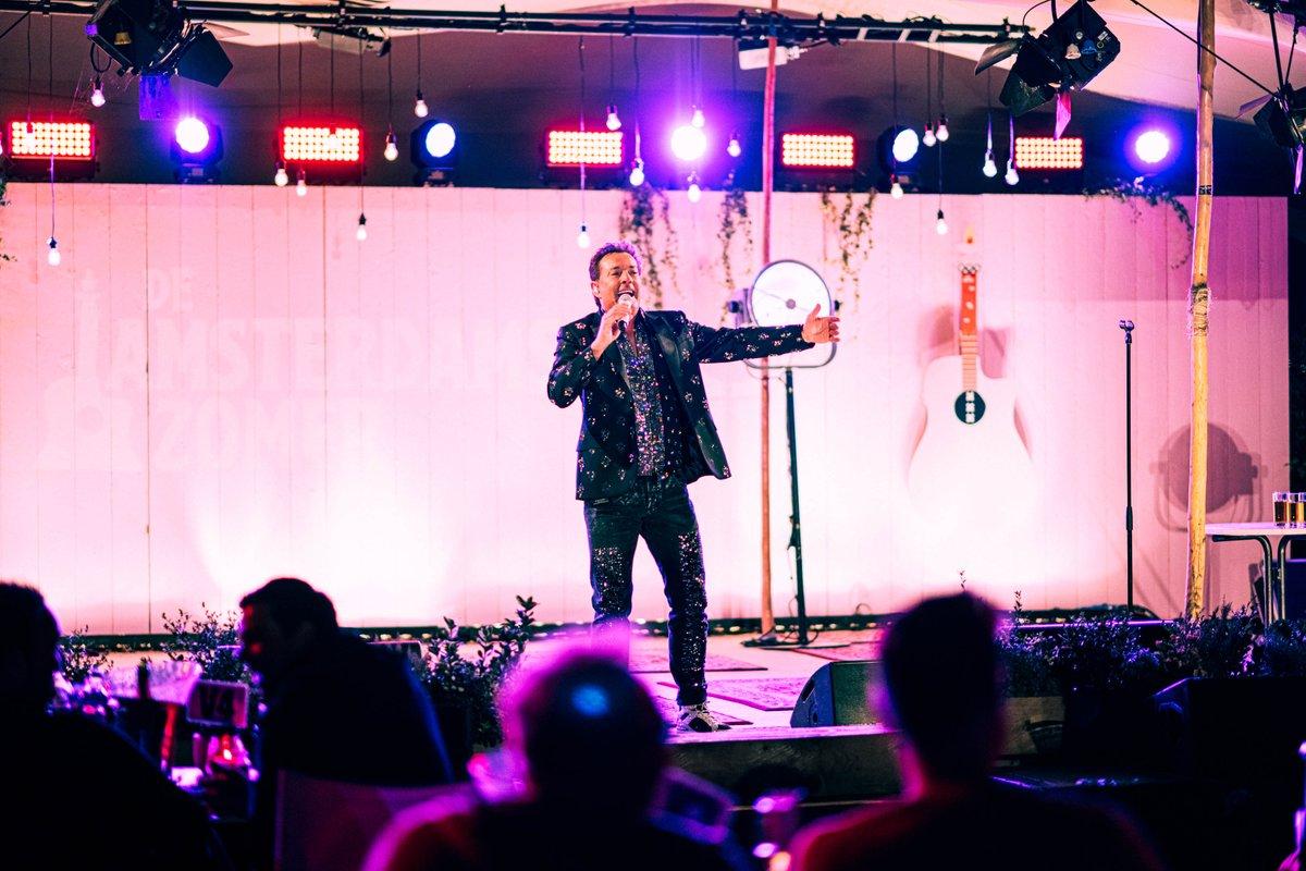 In mijn laatste vlog zie je hoe mijn optreden bij 'De Amsterdamse Zomer' was 😄 Neem nog snel een kijkje om weer helemaal up-to-date te zijn voor de nieuwe vlog van morgen om 16:00 uur 😉👉 https://t.co/2eKdpAkGWE   📸 Studio Nooij  #gerardjoling #vlog https://t.co/NR1rLWOtu8