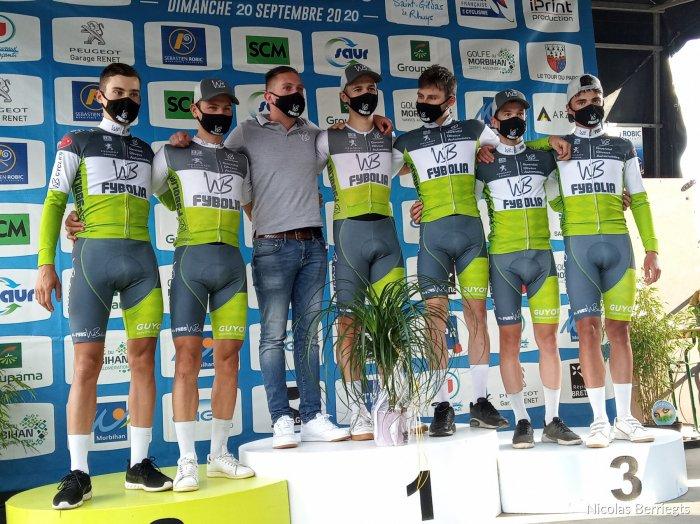 🏁Clément Orceau remporte au sprint le Tour de Rhuys, finale de la Coupe de France N2 !   🏆 La structure bretonne @WbFybolia termine en tête du classement général !   👉 https://t.co/sftxhTI3Yi  📷 @directvelo https://t.co/tRTni63yaY