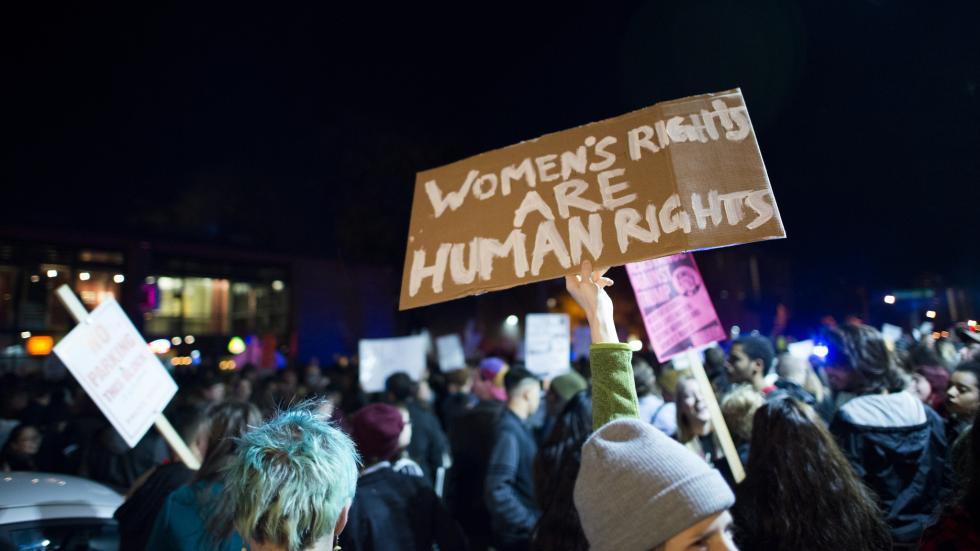 وفقاً لدراسة علمية أجريت عام 2015 فإن إحتمالية إستمرار #السلام مدة لا تقل عن خمسة عشر عاماً تزيد بنسبة 35% إذا ما شاركت #النساء في عملية السلام ذاتها.  #المشاركة_السياسية_للمرأة #الجندر #المرأة #الكوتا #قرار_1325 #النسوية   https://t.co/FxcLICm5zJ https://t.co/nNouHUsNKb