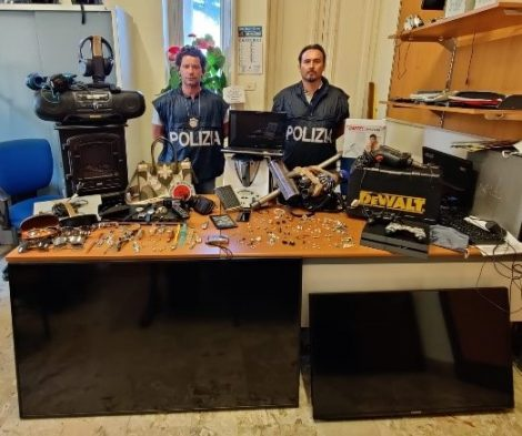 Decine di furti nelle ville di Mondello e Partanna, trovato il ladro e in parte la refurtiva (FOTO) - https://t.co/cgj7nFUiNh #blogsicilianotizie