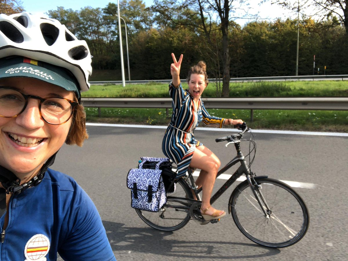 Riding a bike on the A12 entering #Bxl with the one and only @BrulardManon, wish every Sunday looked like that 🚲🌞 #autolozezondag https://t.co/ygtQn0tLDT