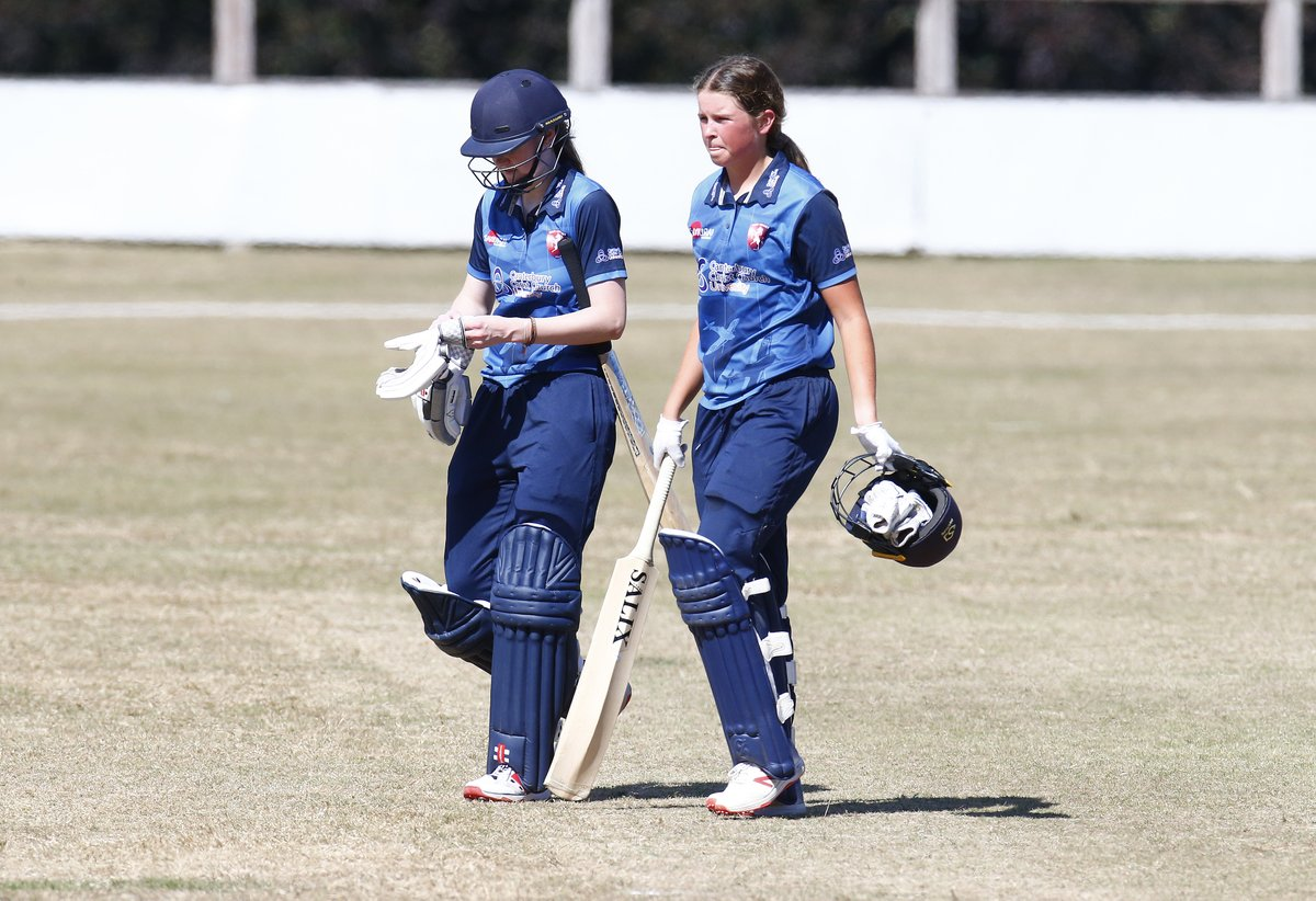 1⃣3⃣6⃣*: @Sarah_Bryce08 (@Lightningcric) 7⃣2⃣: Grace Scrivens (@Sunriserscrick)  Our Kent Women openers lit up the Rachael Heyhoe Flint Trophy this weekend 🔥🔥🔥  #OnlyTheOrses 🐎 #SuperKent https://t.co/Hk5xnUUuvy