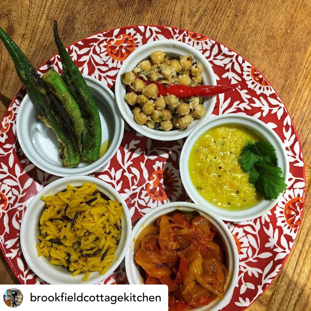 Love this vegetable #thali cooked using our oil by the talented Wendy of Brookfield Cottage Kitchen.  Our #wiltshire rapeseed oil, cold pressed on farm, is perfect for melding the deep flavours and spices of #Indianfood. 💛  #vegetarian #indiancooking #localproduce #greatfood https://t.co/gF58zDvfPt