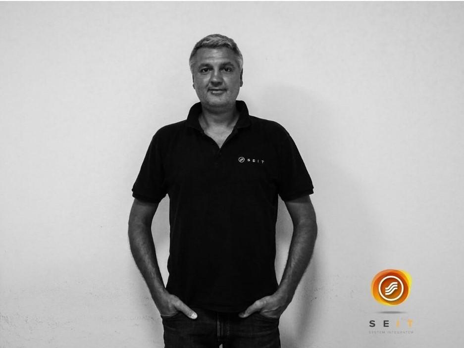 #SEITeam  Fabio Leonardi è un tecnico specializzato in sistemi di fonia VOIP e legacy di SEIT S.r.l  Fabio lavora in SEIT dal 1995.  #SEIT #teamwork #telefonia #informationtechnology #digi #network #ucc #voip #reggioemilia #Italia https://t.co/7MPNwT5fyT