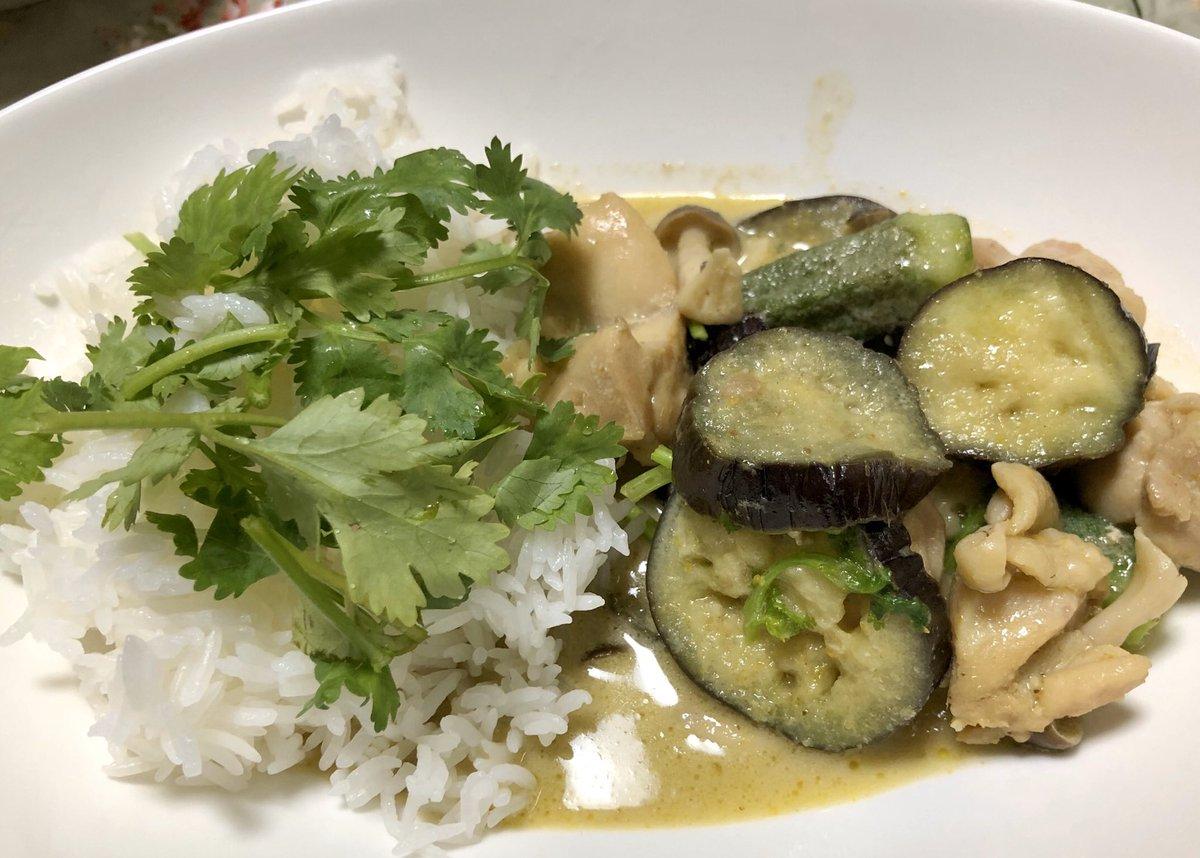 晩ご飯はタイ料理🇹🇭 空芯菜炒めとグリーンカレー、パクチーマシマシで😆 #タイ料理 #カレー #アジア料理 #thaifood #greencurry #asianfood https://t.co/FGysqzNLeO