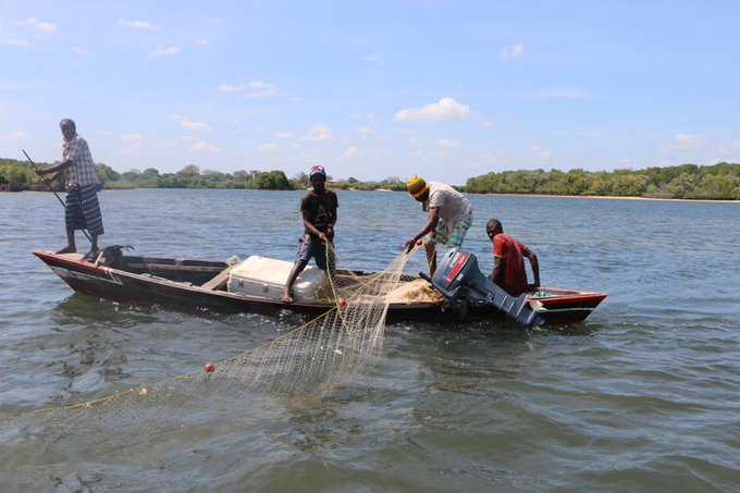 Our #MondayMotivation are the women  from Shanga Ishakani in Lamu County engaged in fishing activities with our support and that of @KenyaRedCross. Last year we distributed fishing gear, including cooler boxes to help improve their economic activities. https://t.co/27ADW0jvCe