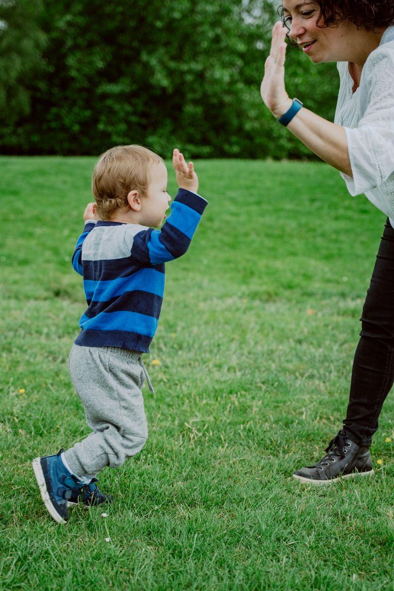 High five! . . . #lightroom #portrait #portraitphotography #portraitphotographer  #derbyshirephotographer #closeup #photooftheday #portraiture #lifeofadventure #photoshoot #natural #people #kid #smile #play #family #boyandgirl #kids #children #derbyshire #uk #sony https://t.co/gyQXLudzbP