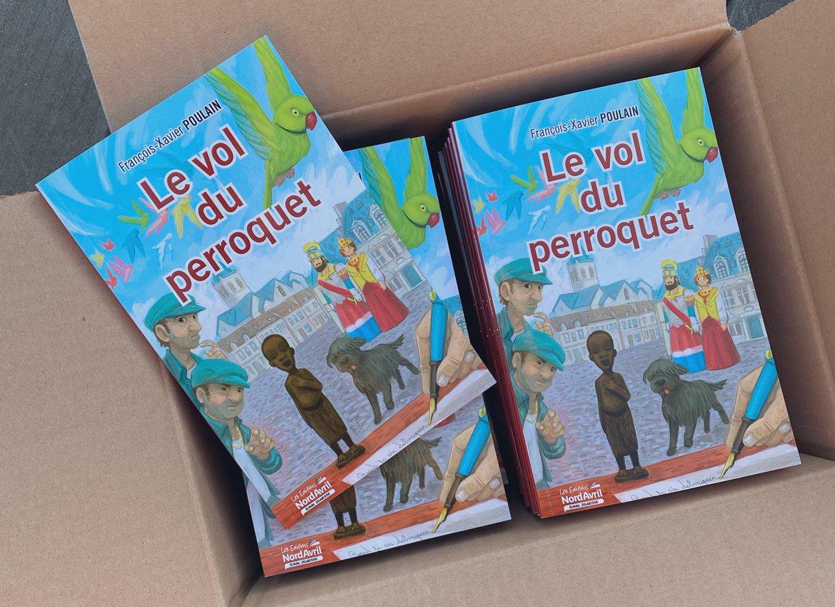 Il vient tout juste d'arriver, voici mon nouveau roman jeunesse paru chez Nord Avril. L'action principale se situe à Cassel 🦜 #cassel #flandres #hautsdefrance #lecturejeunesse #romanjeunesse https://t.co/sJ0Kdt7qie
