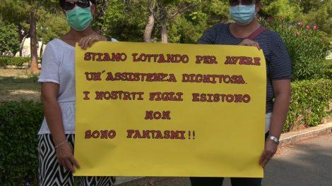 """Malattie rare, protestano le famiglie, """"Cure carenti per i nostri figli, siamo in emergenza"""" (FOTO e VIDEO) - https://t.co/AUicFwUdJy #blogsicilianotizie"""