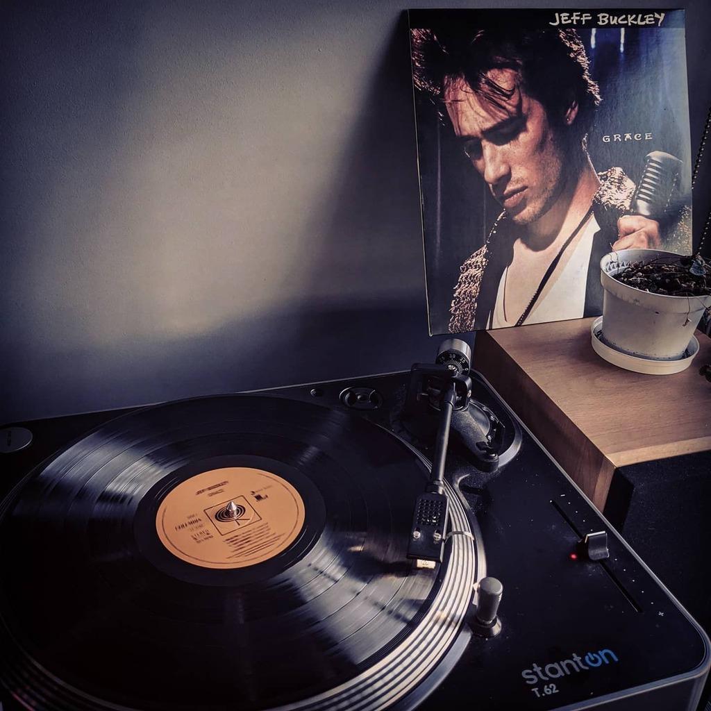 Post-meeting home office vibing. #vinyl #jeffbuckley https://t.co/S1b6BDoIJI https://t.co/Pegn3murvf
