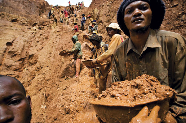 13 Days And Counting, Task Mine Workers Trapped In Collapsed Shaft Five artisanal miners are still trapped under a mine at Task Mine Syndicate in Chegutu, 13 days after the shaft collapsed, with relatives bemoaning the sl... https://t.co/HNxhdIEEdQ via @263Chat #Africa #Zimbabwe https://t.co/PiO3Mg7pdf