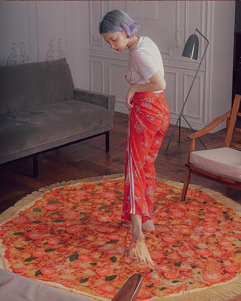 This is a pizza carpet. 🍕❤️      @sheidlina      #ThisWeekOnInstagram https://t.co/lOFLsWTV23 https://t.co/VqcPCN4ME3