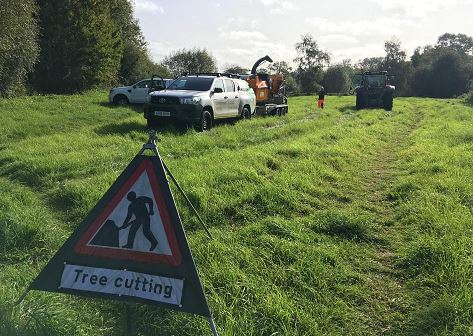 Before and after pics. Our field team has been working in the Alcester area #Warwickshire to prevent blockages by clearing a fallen tree from the River Arrow #flood #teamEA https://t.co/hq5myIBzyW