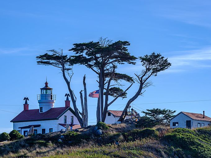 What is it about lighthouses? I love them, they always seem to be mysterious. Well, they are usually along a coastline - somewhere interesting. #travel #travelphotography #lighthouse #mystery #adventure #mondaythoughts  Bill Wages, Grass Valley, CA https://t.co/RgkBrWAskA
