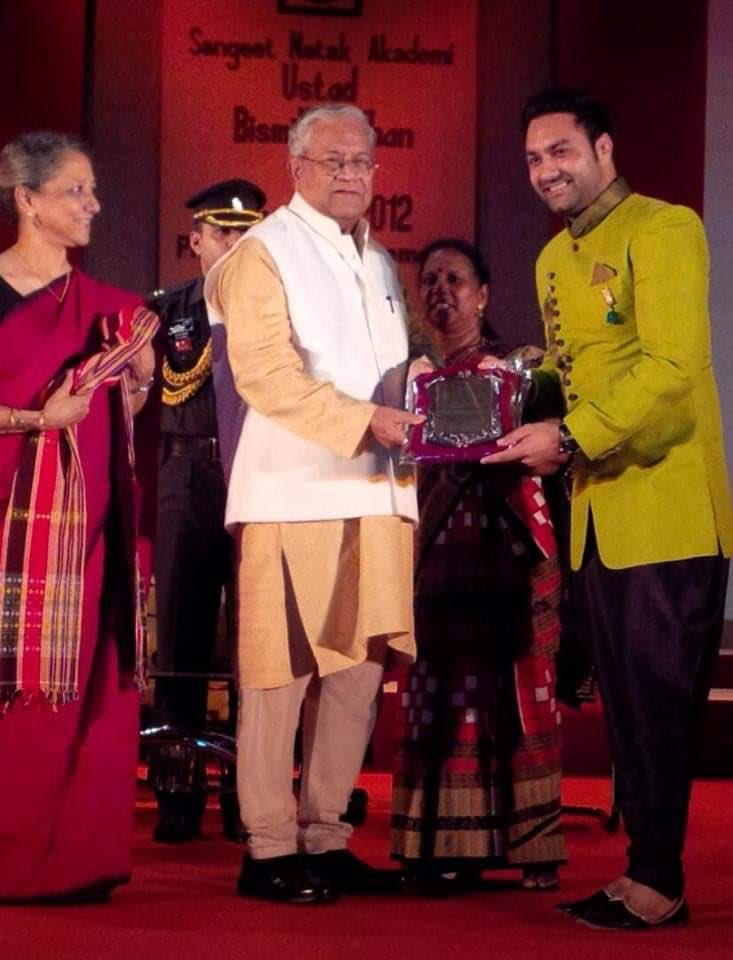 "The most memorable moment is the time when i received ""Ustad Bismillah Khan"" Yuva Puraskar-2012"" from Sh. Padmanabha Balakrishna Acharya (Govt of Tripura) and Smt. Leela Samson ji. 🙏 @GovofAtropia @incredibleindia #MinistryOfExternalAffairs  @sangeetnatak #lakhwinderwadali https://t.co/ObM5pP8X1L"