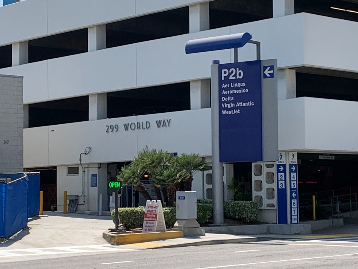 TRAVEL ALERT: The Lower/Arrivals Level entrance to Parking Structure 2b and two left lanes  in front of Terminal 2 are closed continuously through Friday morning, Sept. 25. Allow extra time. Motorists can park in P2a or P3, or access P2b from the Upper/Departures Level. https://t.co/mxRORC28cQ