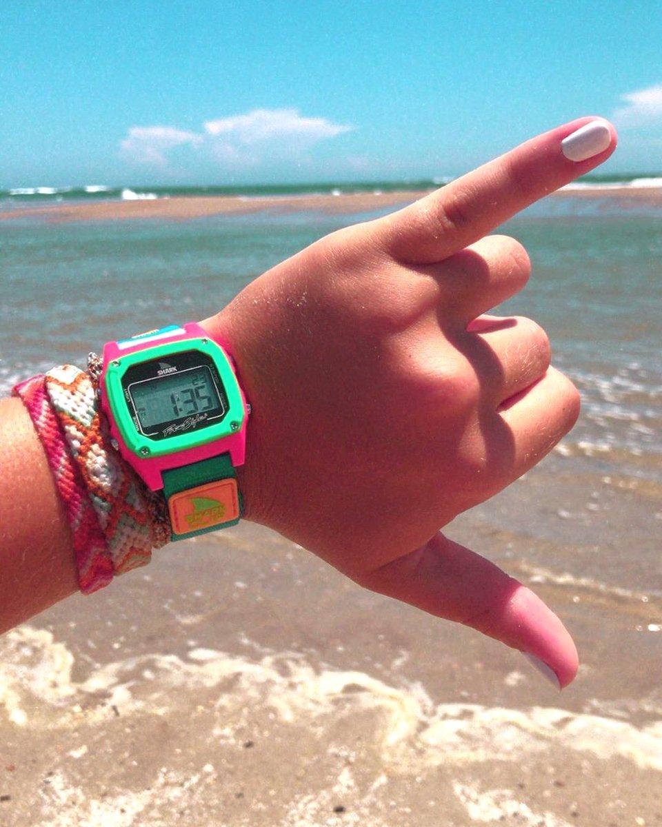☀️ Beach More Worry Less!🦈  📸@claudiacuchran #ocean #digital #sharks #fun #retro #explore #beachday #Freestylewatches #exploring #swim #sun #waterresistance  #myfreestylewatch #beach #shark #beachlife #water #watches #outdoors #adventure #surf https://t.co/Zeup1lohwa