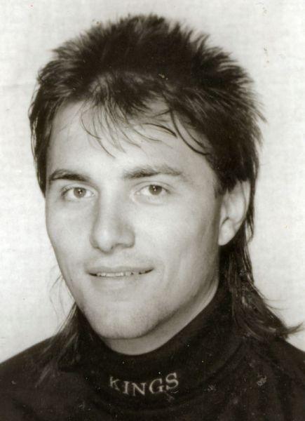 ON THIS DAY in hockey history (September 21, 1965): Defenseman Petr Prajsler born in Hradec Kralove, Czechoslovakia. Prajsler played 46 NHL games for the Kings/Bruins #VintageHockey #NHL @LAKings @NHLBruins https://t.co/irFUtxPM9D