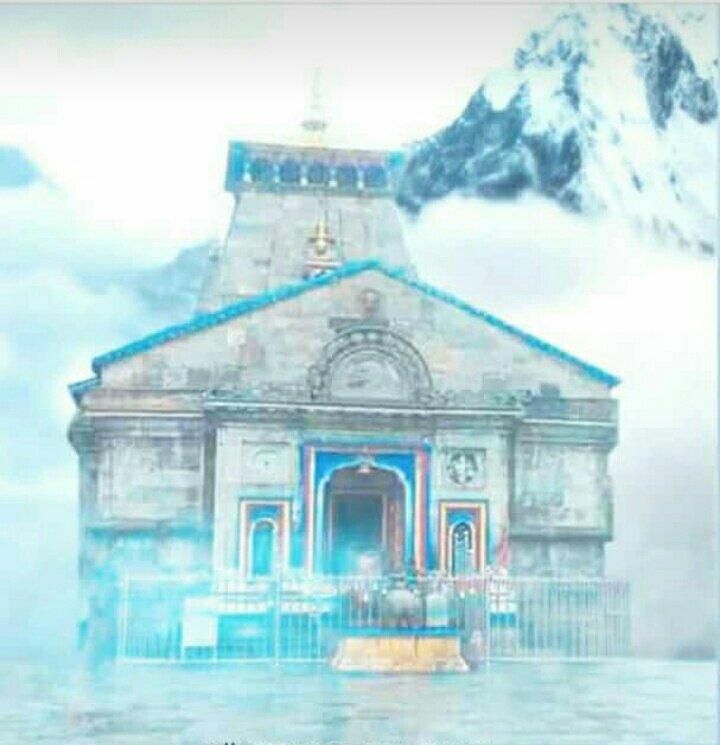 यह #केदारनाथ है....                        महाराज 🔱 यहाँ बादलों को भी ज़मीन पर चलना पड़ता है !!  #हर_हर_महादेव 🔱🕉🙏🥀 https://t.co/PEVdyTcmiv