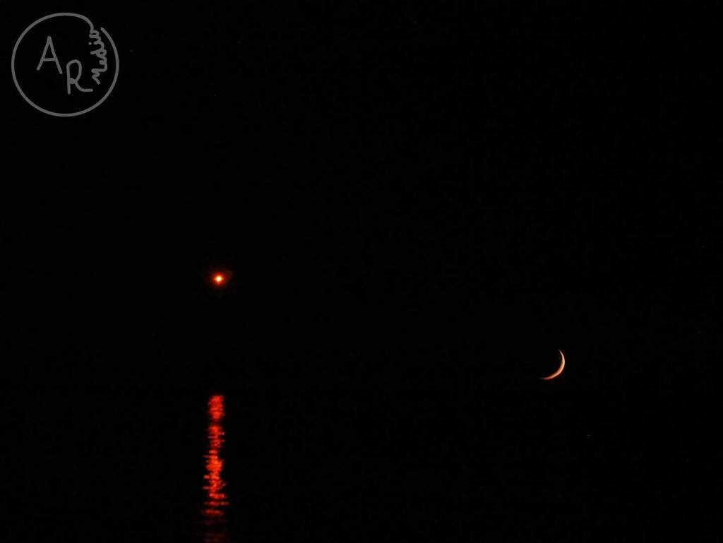 I couldn't edit this shot. Everything I tried ruined it. This is a shot of the moon setting Saturday night over Lake Michigan. This is just how it looked from the shore.   #moon #moonsetting #crescentmoon #moonphotography #moonphoto #lakemichigan #lakemi… https://t.co/5zfxdnmh0g https://t.co/kQjMPvOo9K
