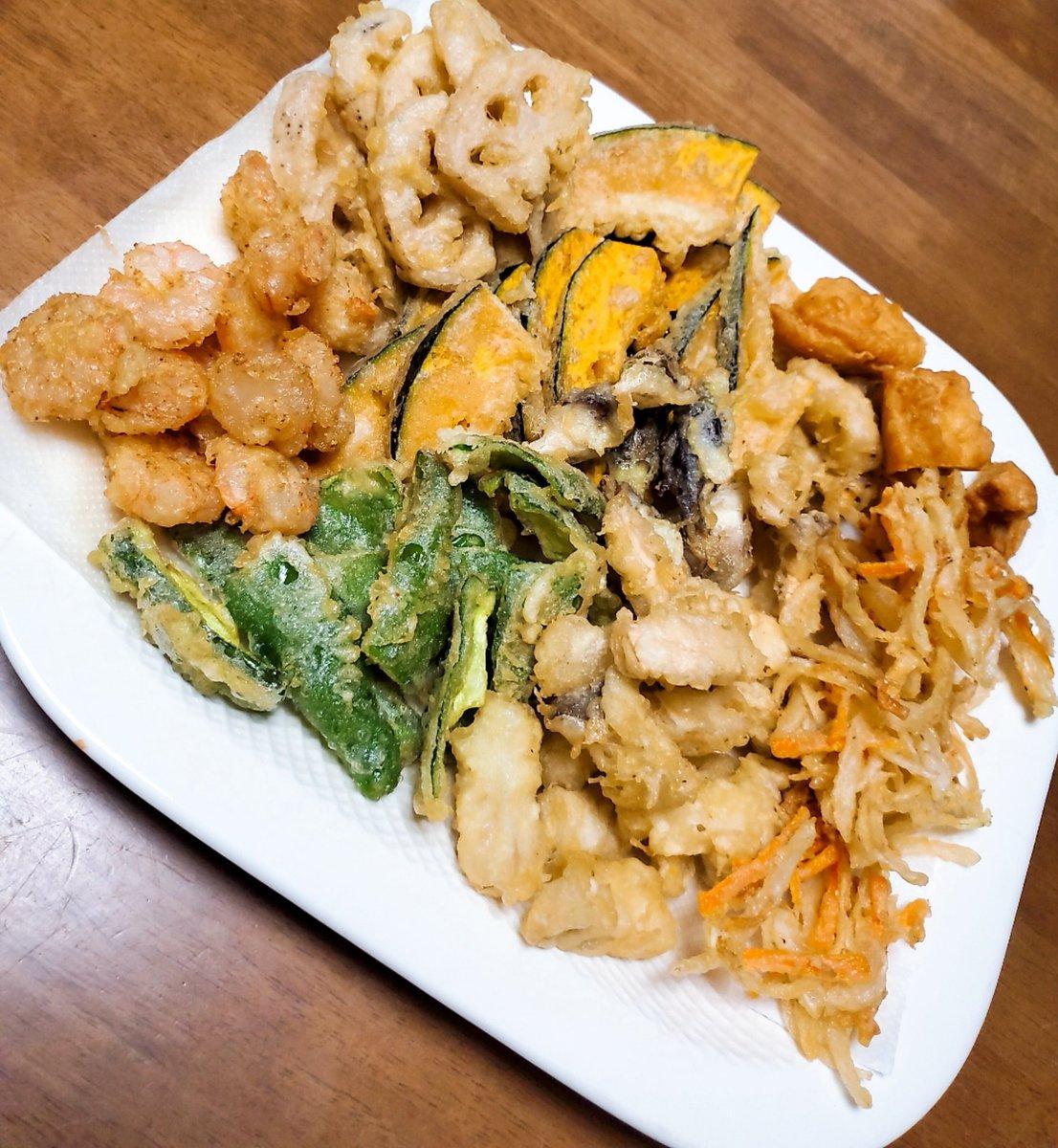 夜ご飯はうどんと天ぷら✨ うどんは頂きもので、あの有名な水沢うどん\(^^)/ これら何の天ぷらか分かりますか?  #裏アカ男子 #裏アカ女子とつながりたい #手料理 #料理男子 #おうちごはん #Twitter家庭料理部 #料理好きと繋がりたい #料理好きな人とつながりたい #少しでもいいなと思ったらいいね https://t.co/9duZP036ue