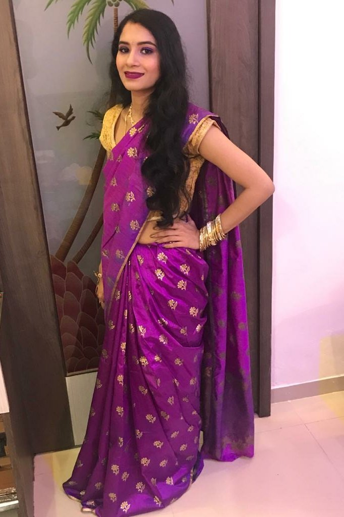 Traditional Saree look. I really like wearing saree and I loved this colour of saree which is gifted by my parents to me. #violeteyeshadow #violetglitter #goldenbangles #goldennailpolish #darklipstick #shinysaree #darksaree #goldenblouse #violetsapphire #fashionstyle https://t.co/2lrtwJuYeN