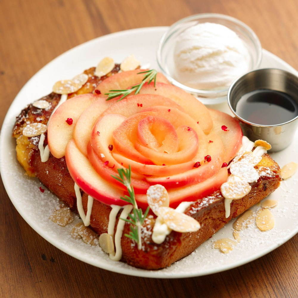 """フレンチトースト専門店「アイボリッシュ」リンゴを薔薇の花のように飾った""""アップルローズ""""など秋の新作 -"""