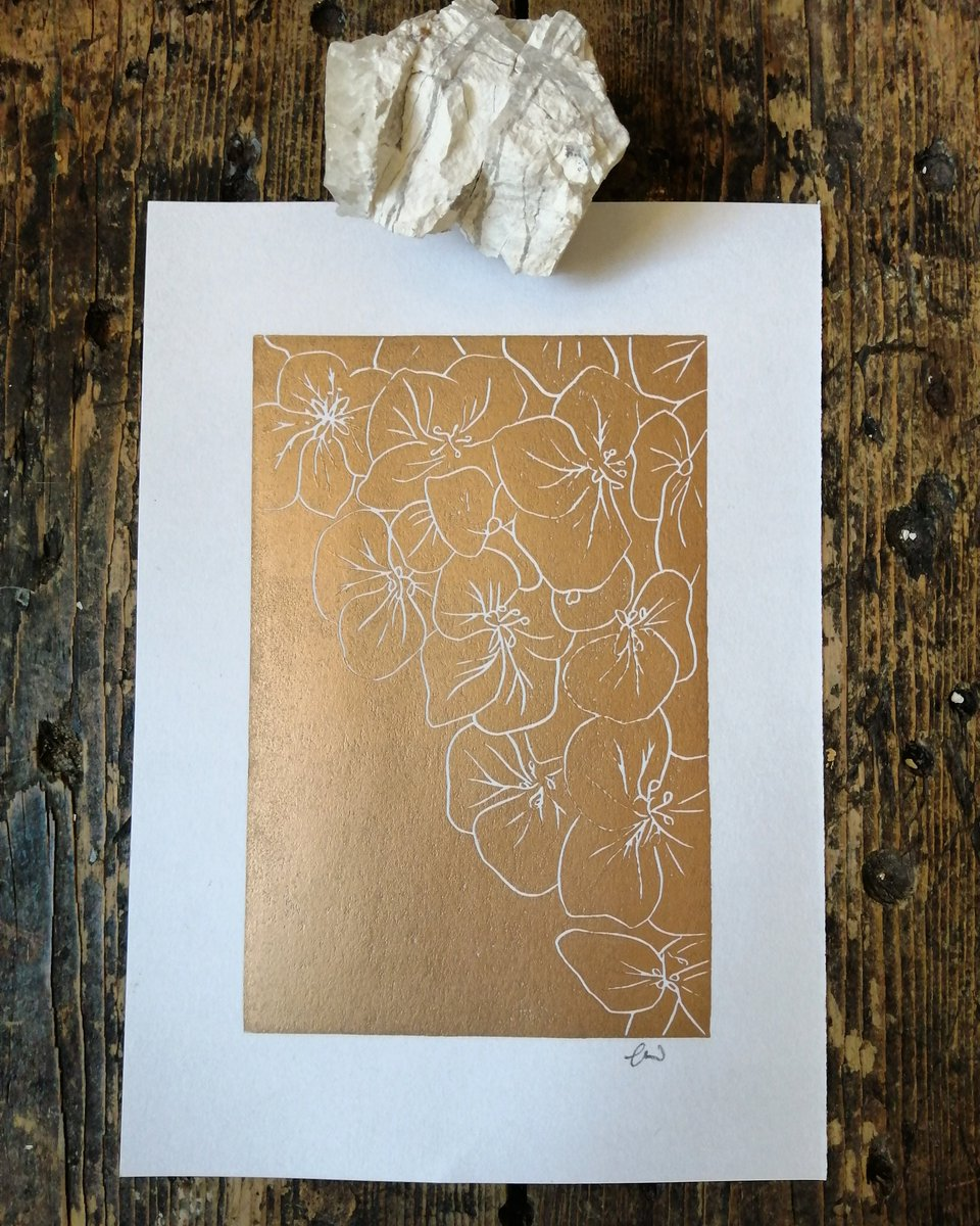 Gold has taken over what with the beautiful September light and the promise of Yuletide.. Pop over to https://t.co/hxbiipMStX to have a little peek 😊 #lino #linoprinting #gold #goldprint #scarborough #art #print #flowers #autumn #september https://t.co/vKQgtdpE3A