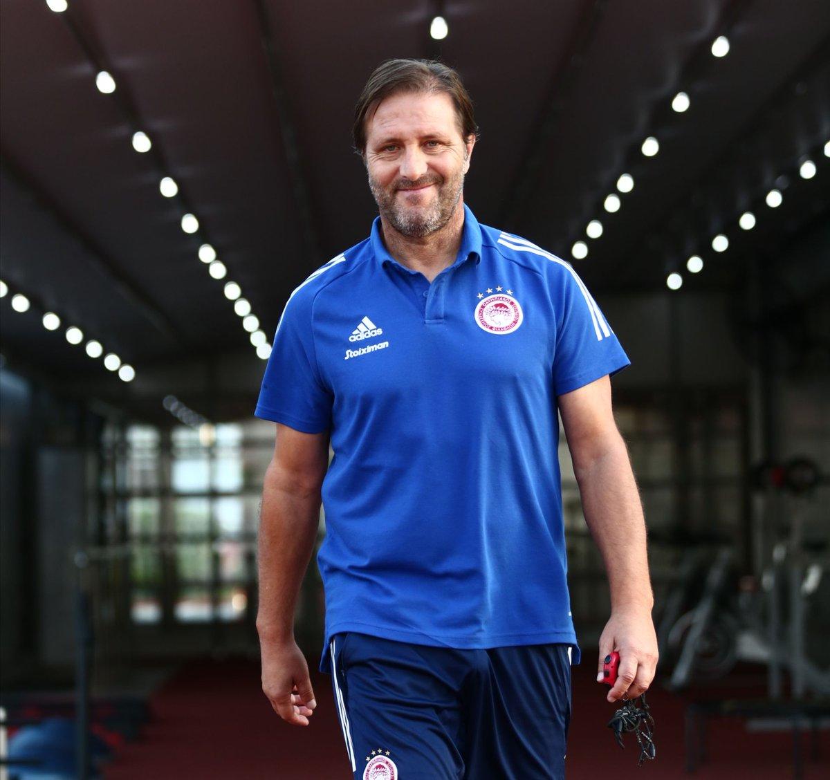 Ο κόουτς μας είναι έτοιμος για επιστροφή στη δράση του UEFA Champions League, εσείς; / Our Coach is ready to return to #UCL action, what about you? 💯👊 @CoachPMartins   #Olympiacos #Football #Smile #OLYOMO https://t.co/lxm1BnfWsg