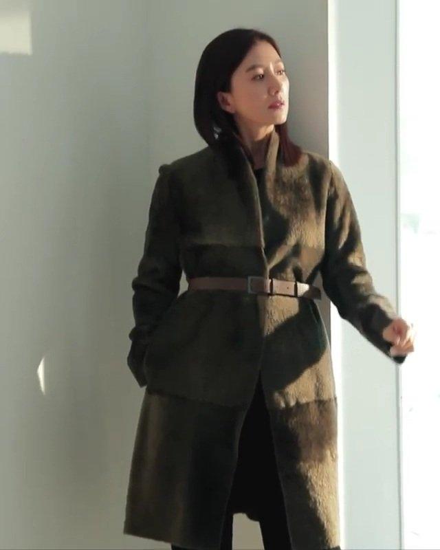 Look #1 costs 354k Php #KimHeeAe #김희애 #VogueKorea https://t.co/Pdhp5Tjxtp