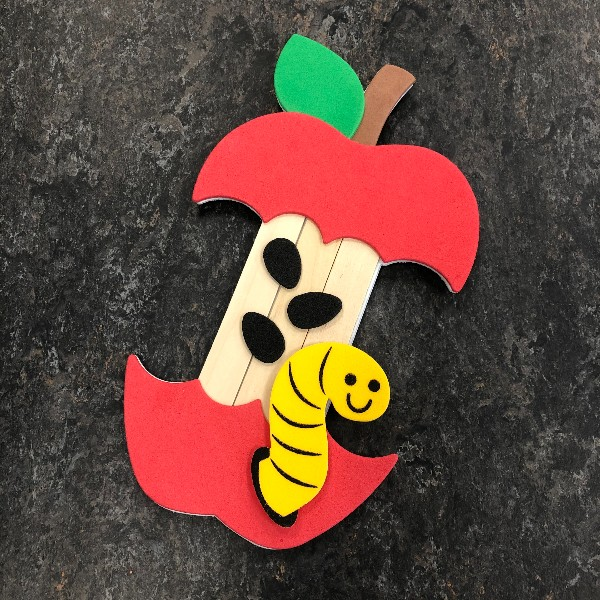 Take & Make craft w/ DIY Story Time plan! 🍎 To request the craft, email marcela@emmaclark.org 🍏 More info & download a full story time plan at https://t.co/LPgfXq5TpJ #EmmaTakeAndMake #DIY #StoryTime #Preschoolers #Apples #EarlyChildhoodLiteracy #FineMotorSkills #ArtsAndCrafts https://t.co/IiXtZEK9T1