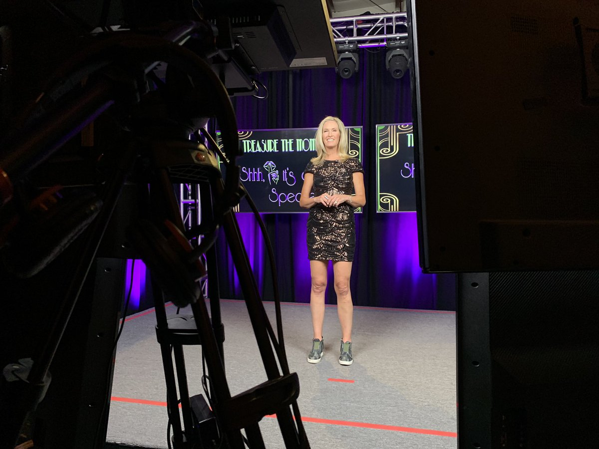 Loved emceeing the @lazarexcf Treasure the Moments Gala. (In my comfy kicks!) So proud of the Lazarex team! Combined with @amospro they pulled off a successful virtual event. We certainly felt the energy from viewers at home! It was a beautiful evening. 🥰🎉 #lazarexgala2020 https://t.co/HBvhQtoUMj