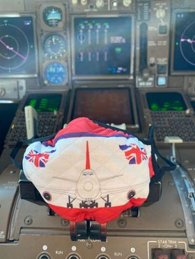 Taken just now from the cockpit of G-VROM 'Barbarella'.  #747 #queenoftheskies #virginatlantic #lhr #heathrow #london #facemask #gvrom #british #avgeek #aviation #planes #planespotting #spotting https://t.co/aMXpZwHcXI